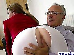 Yaşlı adamla tarafından pussydrilled genç bir avroluk kaltak