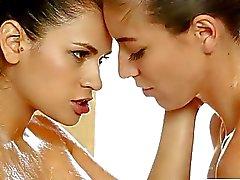 De formación de masajes Nuru se lleva a un strapon lesbiano mierda