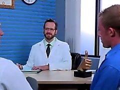 Nudes ragazzo di Teenager bambino sesso gay Brian legami di testa il Dr. Strangeg