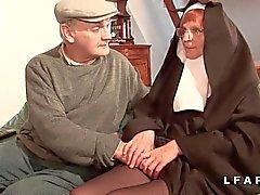 Vieille pas baisée et sodomisee par Papy et son Pot