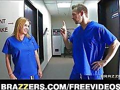 Geile ziekenhuis stagiaires betrapt neuken
