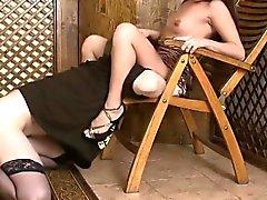 Naughty FEMENINO seamos los esclavos lame el coño