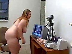 Mollige vrouw masturberen voor haar webcam Show - Derty24