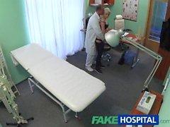 FakeHospital Hiusten väri Blondi Silmien tatuoinnin lapsi munaa hänen lääkäri