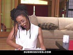 Submissived - Schöne Ebony Königin Ruft mit weißen Hahn gefüllt