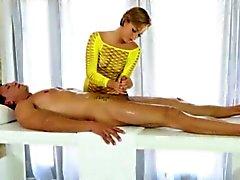 Glamour Masseuse Baileys Bae cum auf Arsch nach dem gefickt