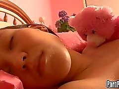 Ooooooooooooooooooooo Pleasantheart Amai Liu ha acquisisce la Her Face Hole aggredito da un rubinetto durante il sonno