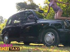 Weibliche Fake Taxi Outdoor Pussy lecken und Fingersatz