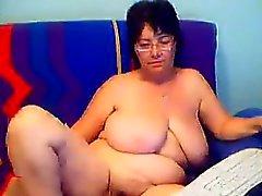 Amplo a avó Mostra Sua Bichano peludo