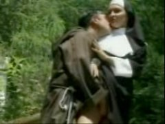 Nun Fucked от монаха
