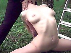 Nuoret orjan sotkeutuko ja nai hotellin puutarhassa