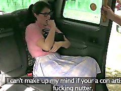 Bushy chick twat drilled by fraud driver in the backseat