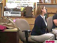 Geschäft Dame Babe gefickt im Büro