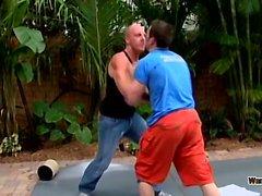 Ryann Wood et AJ ont décidé de se battre pour voir qui allait