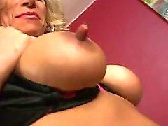 Rijpe huisvrouw verlangt naar seks