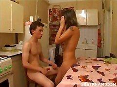 Belle rapports sexuels de la cuisine