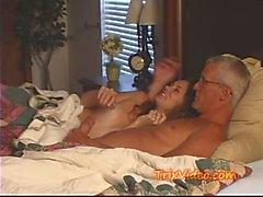 Papai FUCKS a sua BABYSITTER Adolescente
