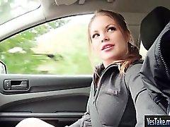 Beautiful şeritli Teen Alessandra Jane arabaya vurdu