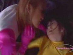 Heroína da Ásia Obtendo as mamas dela e bichano esfregada por Heroine outro no Calabouço