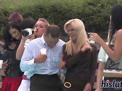 Babe classy succhiare i cazzi in una festa