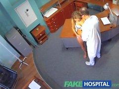 FakeHospital Kiimaiset seksikkäitä vaaleita potilas nostaa lämpötilaa