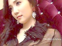 陈丽被摄影师咸猪手摸逼.avi