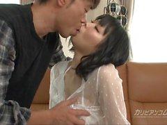Ela provoca um limpador ass usando seu cu - Mikan Kusunok