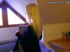 Nympho yabancı tarafından sert doldurulmuş büyük raf amatör bir Çek kız