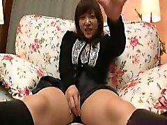 Sexy Asian Babe spielt mit sich und bekommt ihren Busch Pfund