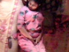 Bangladeshi Bhabhi känna sig varm