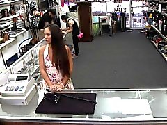 Sin teléfonos robados en la tienda, pero en lugar de un video de espiar coño