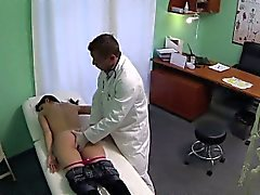 FakeHospital Les médecins caractères talent font Ejac Féminine MILF