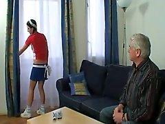 Grand papa Crème Son sexy yeux la femme de ménage !