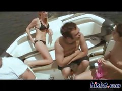 Betäubung Blondine wird das auf einer Yacht in geheimer Missionarsstellung