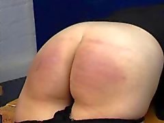 Caning Spanking - Jeans e traseiro nu