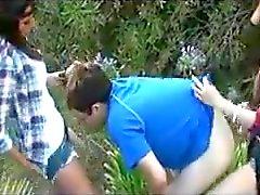 Homme baisée doté de 2 de grandes strap-ons !