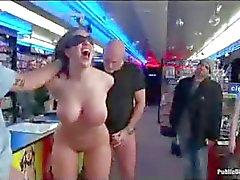 Gebundene Busty Baby anale gefistet in Pornos Speicher