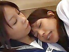 2 Schoolgirls fodidos faciais no elevador