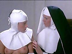 Marina Lotar en Sylviane Anne Marie Plard - Lesbo scene
