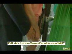 A Rio asian babe teen di ottenere la figa hairy fondled sull'autobus