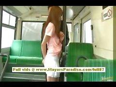 De Rio asiática jovencita conseguir su coño fondled en el autobús