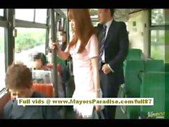 Рио азиатские подростковой милашки получить ее волосатая киска ласкать в автобус