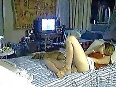 yatak üzerinde gizlenmiş mast
