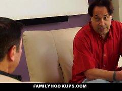 FamilyHookUps - Azgın Genç Baba Arkadaşı Fucks
