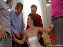 Noiva sopra todos os seus padrinhos de casamento !