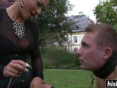 Kåt dominerande diva torterar hennes man