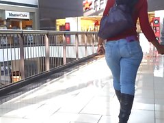 Tight Jeans Black Milf no Centro Comercial