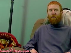 Kızıl saç mahkum Chris oral seks için onun horoz hazırlar