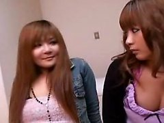 Förföriska japansk flicka ger hennes kåta boyfriend en sinnlig
