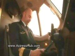Обнаженные Air Hostiest порно видео